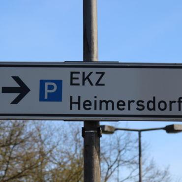 Freie Parkplätze zum Einkaufen am Einkaufszentrum Heimersdorf